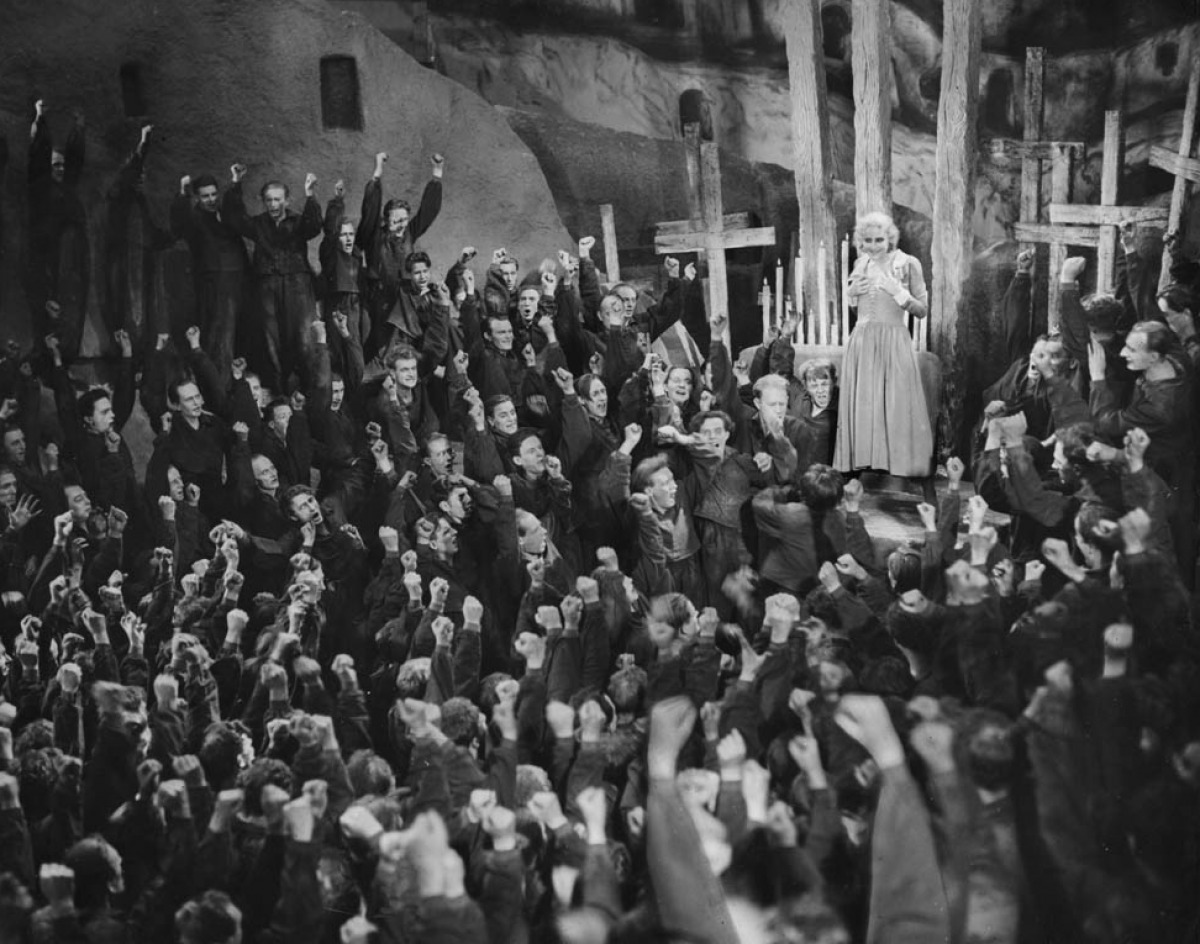 critique of metropolis Metropolis predicts the ideologies of class and race of the 20th century, and there is a perennial frisson in the way the workers' leader maria longs for a messianic.