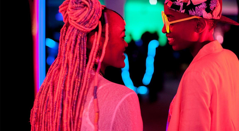 La réalisatrice de «Rafiki» porte plainte contre la censure de son film au Kenya