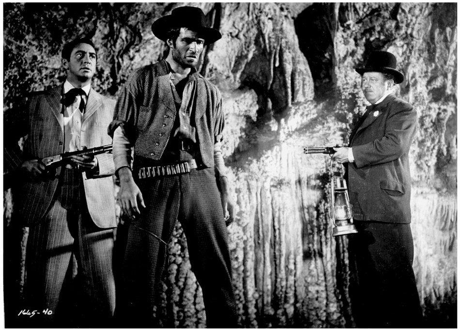 3 westerns chez Elephant Films : La Caverne des hors-la-loi, Le Survivant des monts lointains, Fureur apache